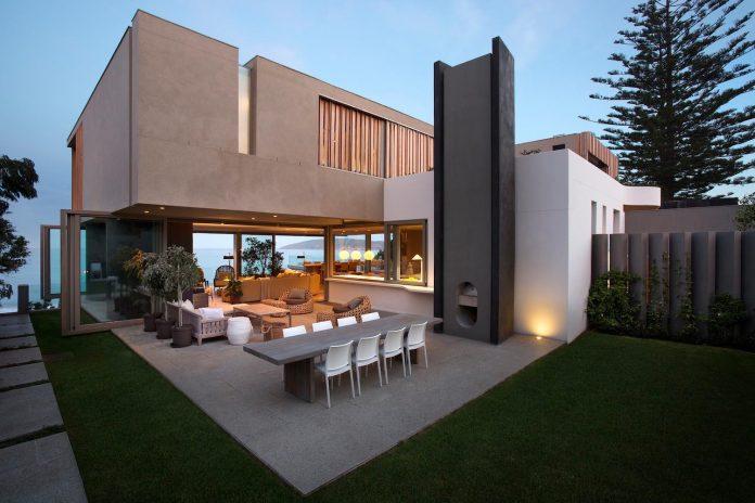 saota-designed-beachyhead-residence-modern-plettenberg-bay-home-near-beach-great-sea-views-20