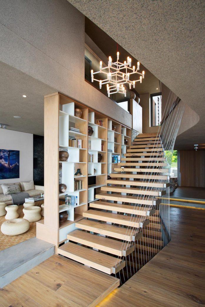 saota-designed-beachyhead-residence-modern-plettenberg-bay-home-near-beach-great-sea-views-21