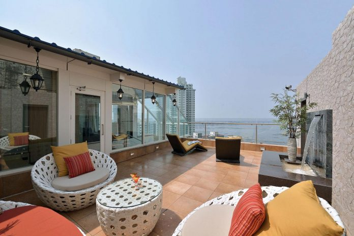 sea-facing-triplex-blessed-splendid-180-degree-views-arabian-sea-01