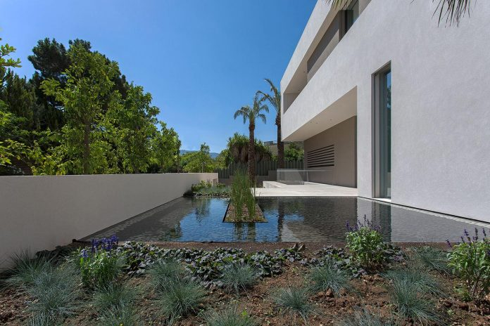 small-exotic-paradise-l-shaped-form-modern-home-athens-designed-moustroufis-architects-02