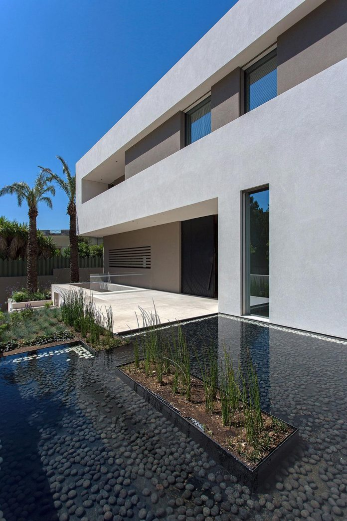 small-exotic-paradise-l-shaped-form-modern-home-athens-designed-moustroufis-architects-03