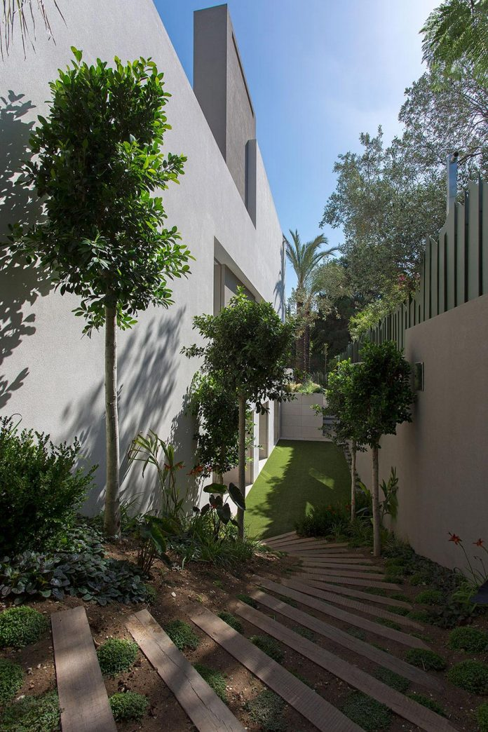 small-exotic-paradise-l-shaped-form-modern-home-athens-designed-moustroufis-architects-04