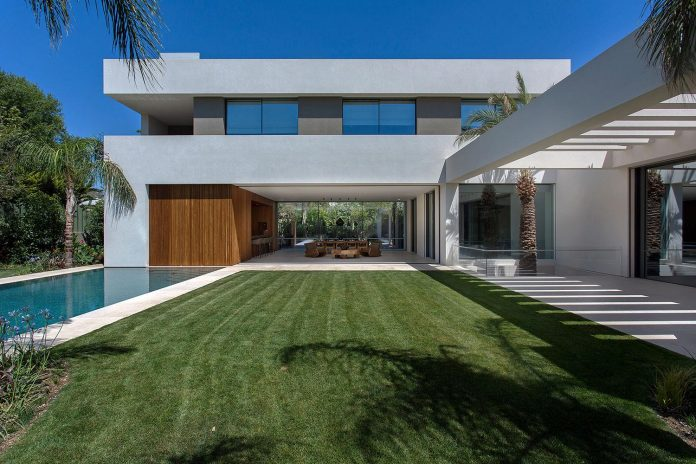 small-exotic-paradise-l-shaped-form-modern-home-athens-designed-moustroufis-architects-06