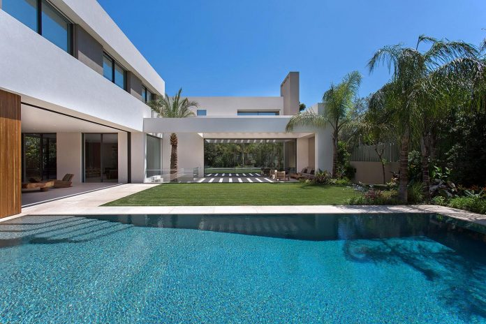small-exotic-paradise-l-shaped-form-modern-home-athens-designed-moustroufis-architects-07