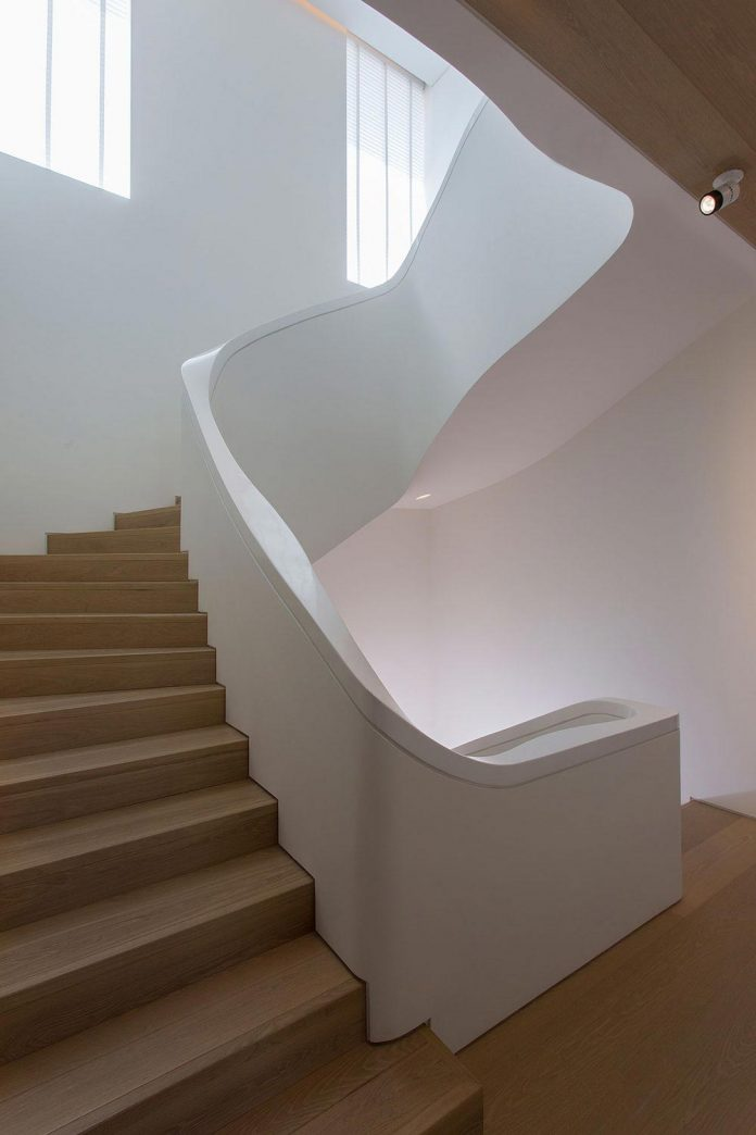 small-exotic-paradise-l-shaped-form-modern-home-athens-designed-moustroufis-architects-11