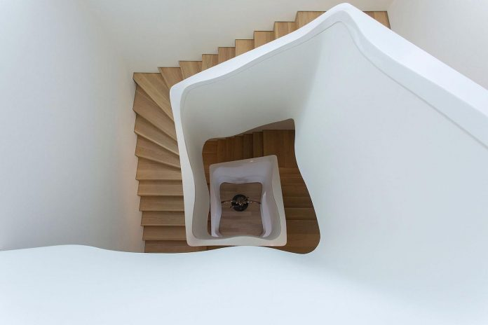 small-exotic-paradise-l-shaped-form-modern-home-athens-designed-moustroufis-architects-12