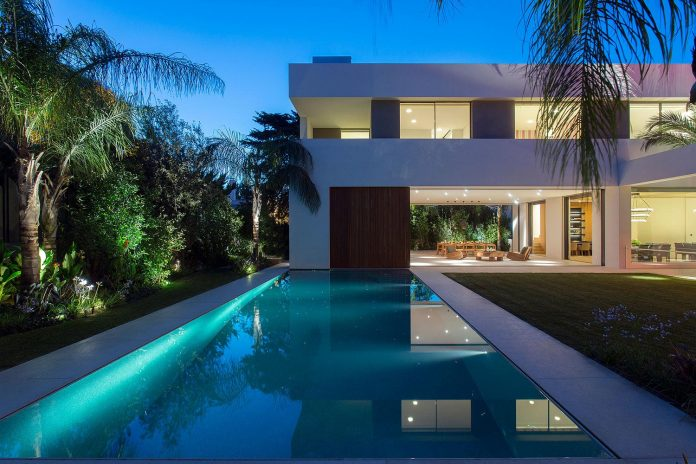 small-exotic-paradise-l-shaped-form-modern-home-athens-designed-moustroufis-architects-25