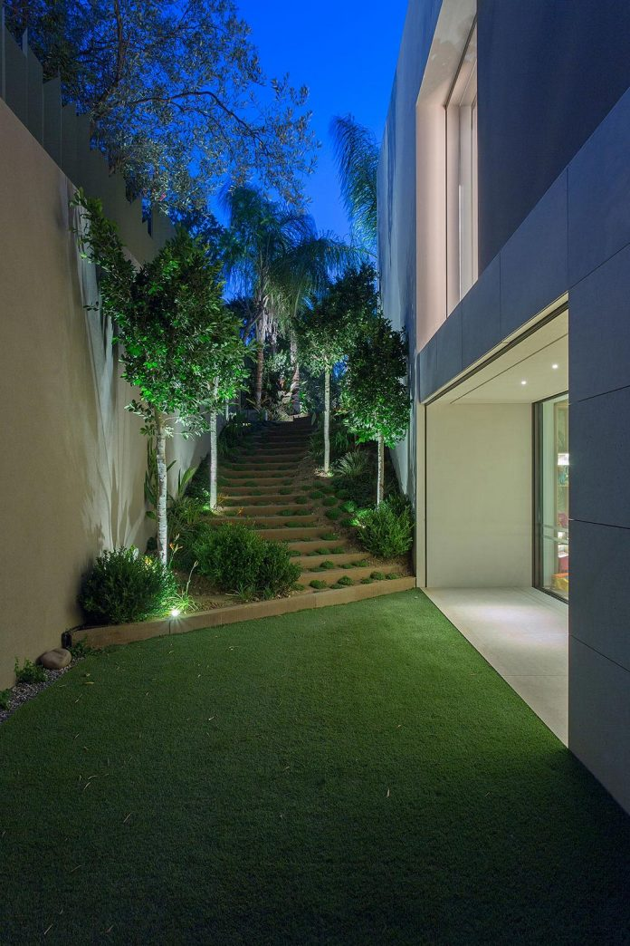 small-exotic-paradise-l-shaped-form-modern-home-athens-designed-moustroufis-architects-28
