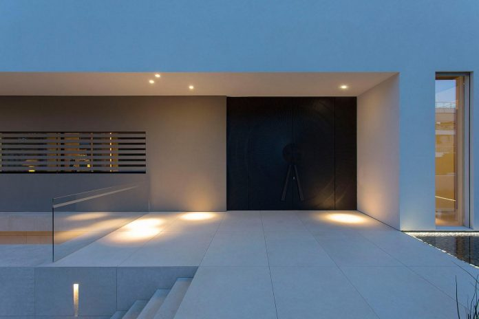 small-exotic-paradise-l-shaped-form-modern-home-athens-designed-moustroufis-architects-34