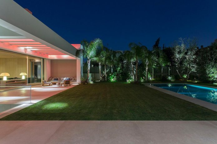 small-exotic-paradise-l-shaped-form-modern-home-athens-designed-moustroufis-architects-36