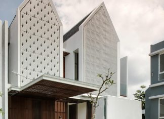 Spouse two floors house in Jakarta by Parametr Architecture