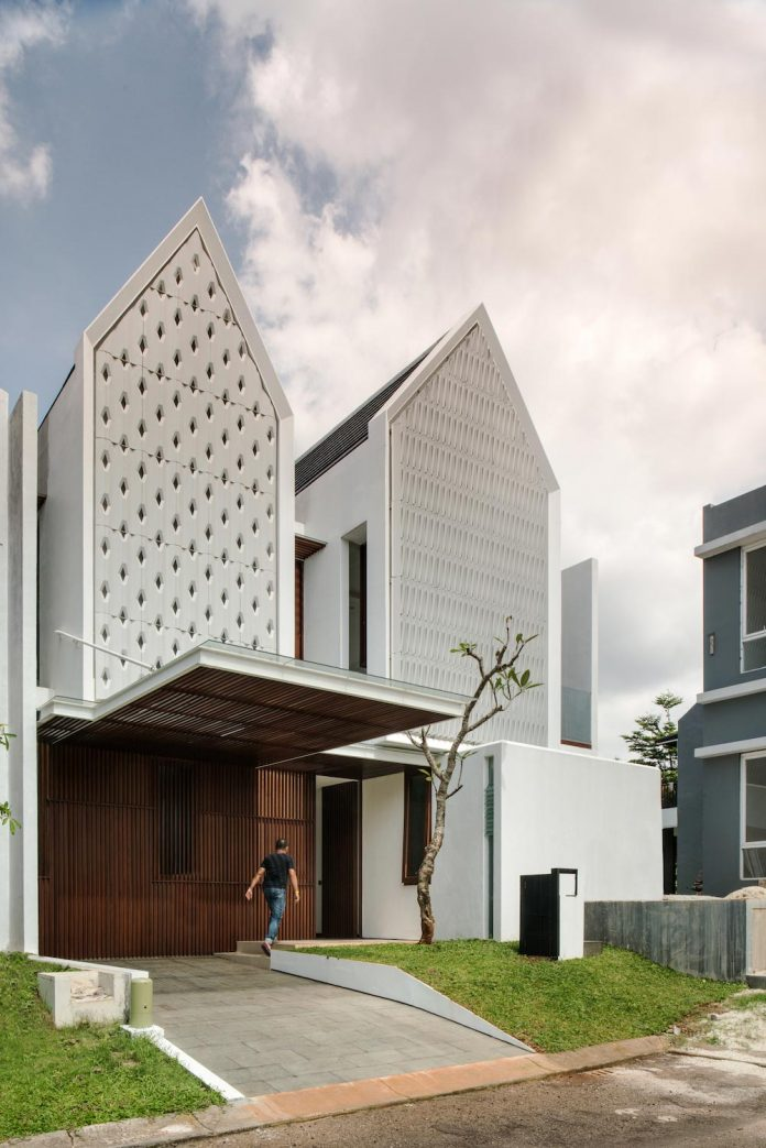 spouse-two-floors-house-jakarta-parametr-architecture-01