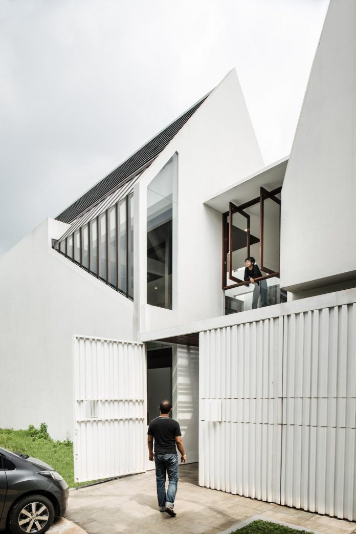 spouse-two-floors-house-jakarta-parametr-architecture-02