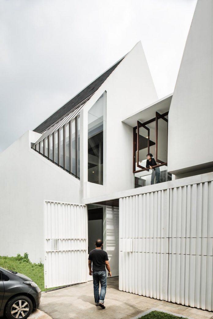 spouse-two-floors-house-jakarta-parametr-architecture-02