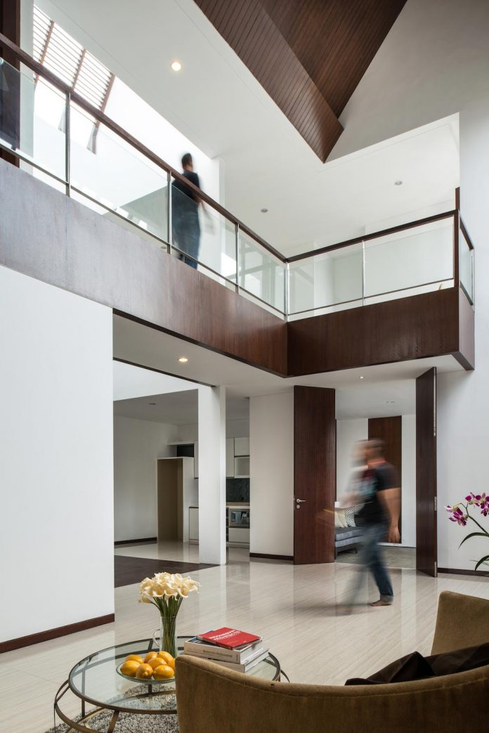 spouse-two-floors-house-jakarta-parametr-architecture-06