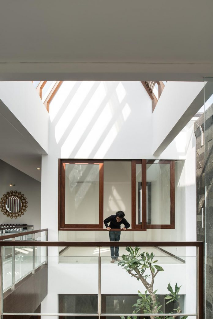spouse-two-floors-house-jakarta-parametr-architecture-08