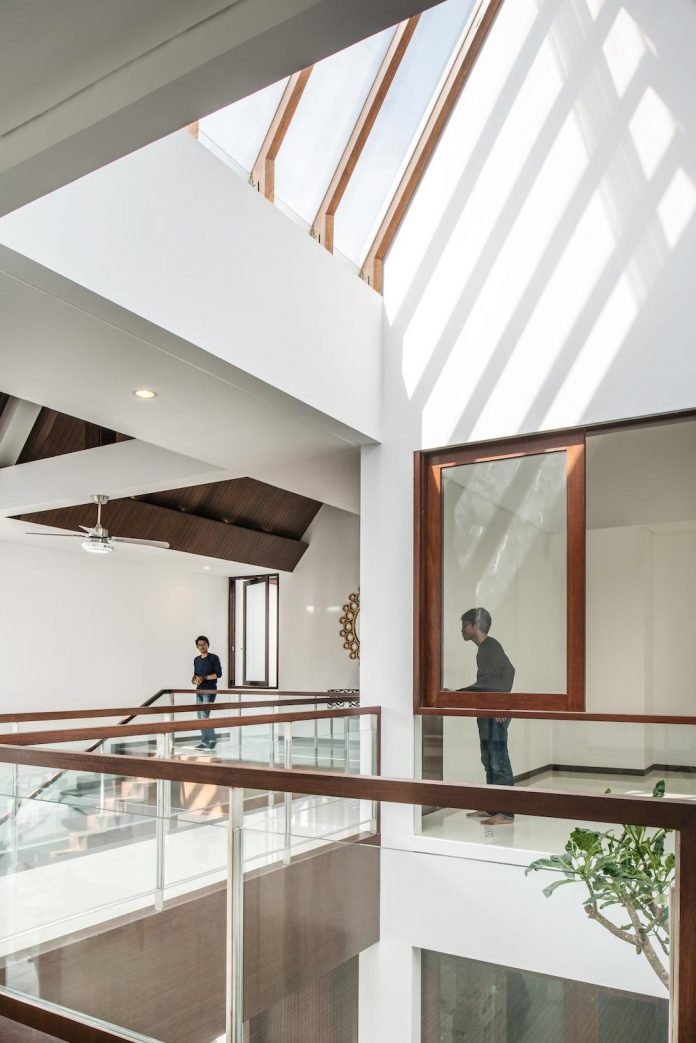 spouse-two-floors-house-jakarta-parametr-architecture-09