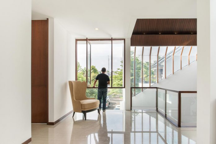 spouse-two-floors-house-jakarta-parametr-architecture-10