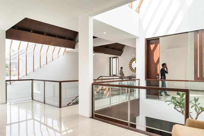 spouse-two-floors-house-jakarta-parametr-architecture-11