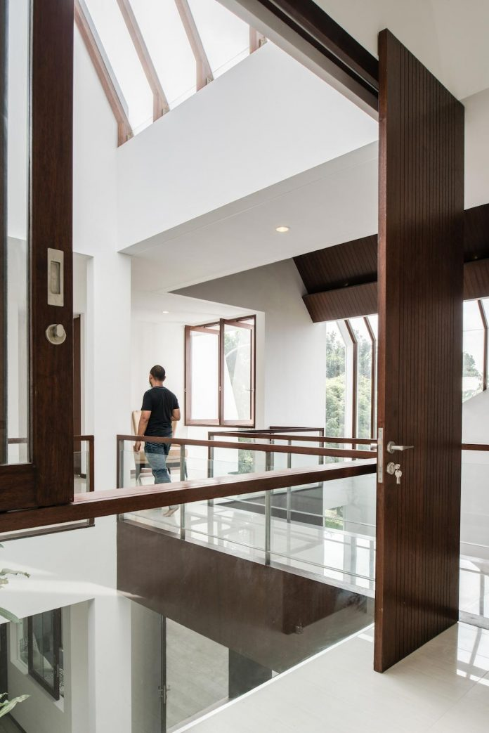 spouse-two-floors-house-jakarta-parametr-architecture-13