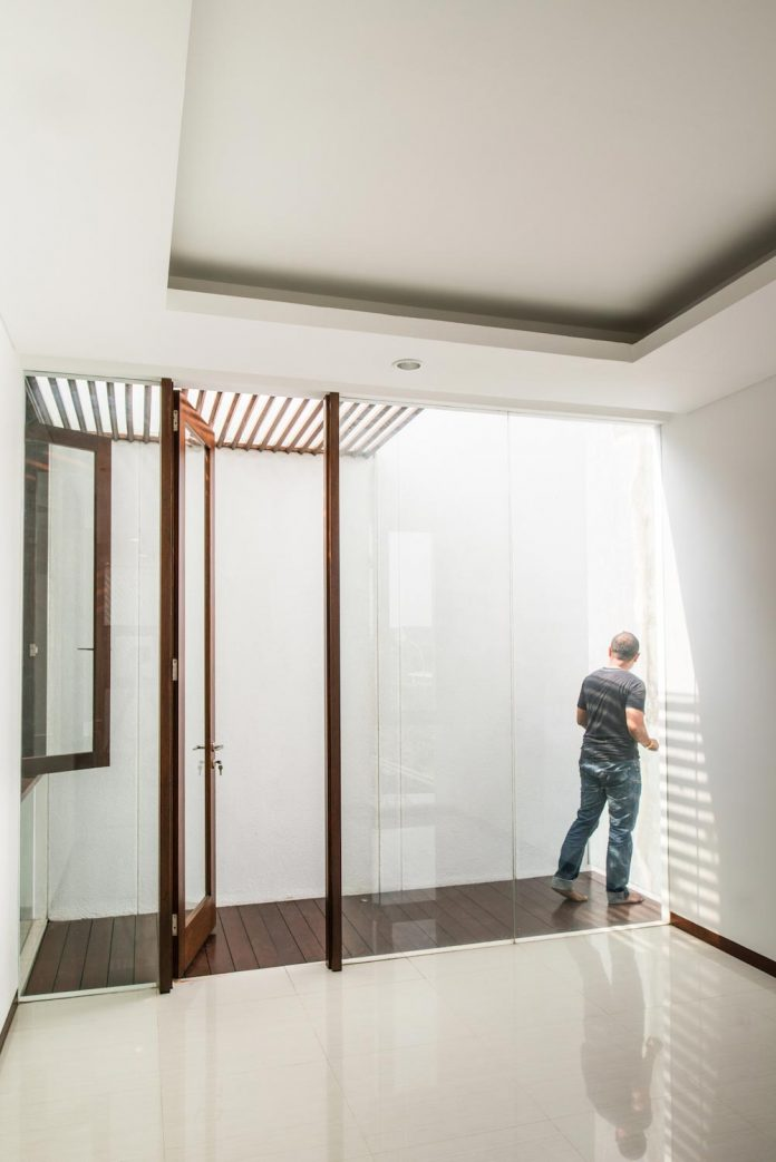 spouse-two-floors-house-jakarta-parametr-architecture-14