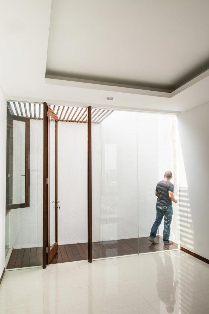 spouse-two-floors-house-jakarta-parametr-architecture-14