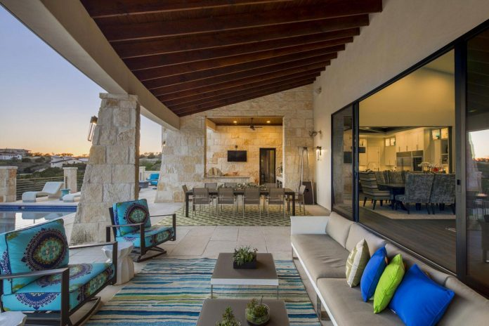 Stretched Across Ridge Austins Spanish Oaks Contemporary Hill Stretched  Across A Ridge In Austin S Spanish Oaks This. Hill Country Design ...