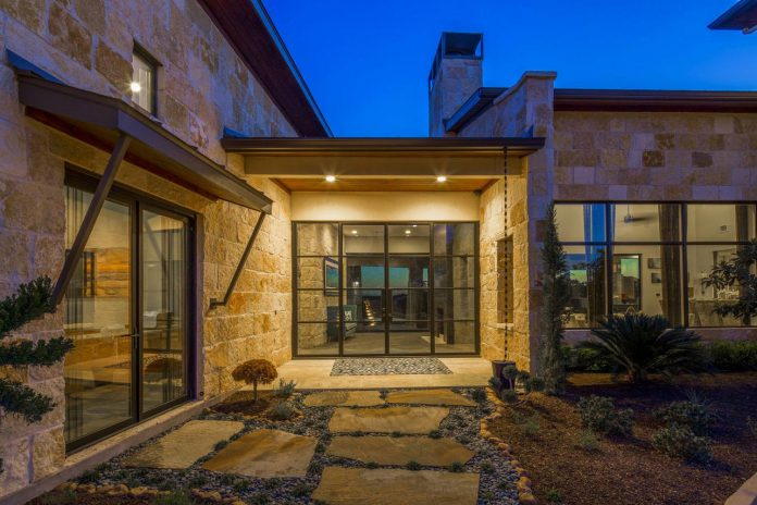 stretched-across-ridge-austins-spanish-oaks-contemporary-hill-country-home-design-overlook-valley-spilling-13