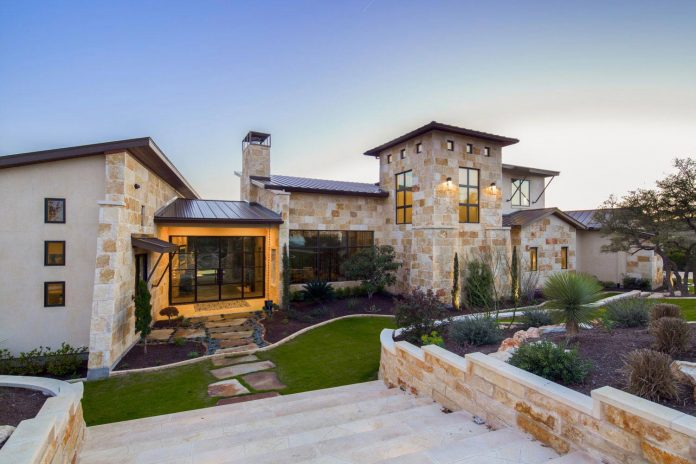 stretched-across-ridge-austins-spanish-oaks-contemporary-hill-country-home-design-overlook-valley-spilling-14
