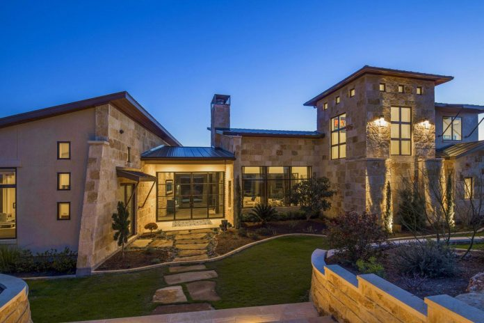 stretched-across-ridge-austins-spanish-oaks-contemporary-hill-country-home-design-overlook-valley-spilling-15