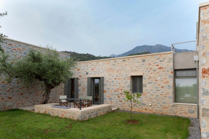 three-vacation-houses-shared-pool-exclusively-touristic-operation-area-stoupa-mani-06