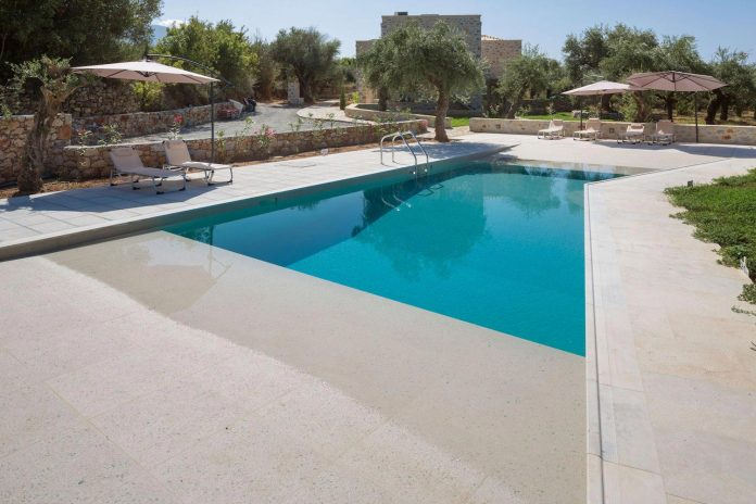 three-vacation-houses-shared-pool-exclusively-touristic-operation-area-stoupa-mani-09