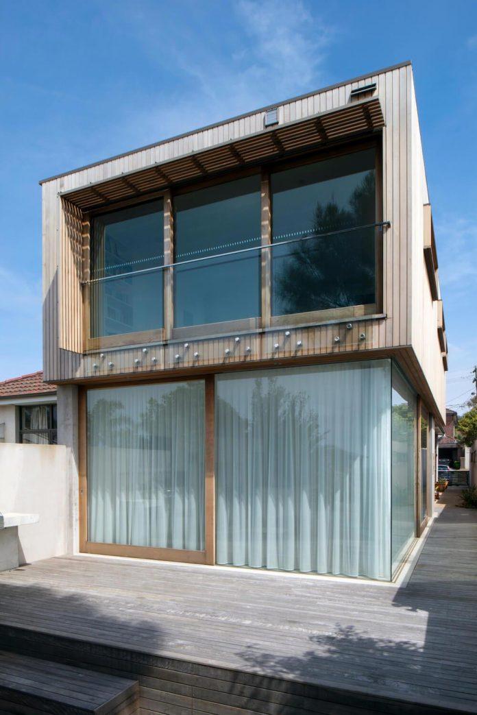 timber-box-home-sits-top-glass-box-renovation-sydney-02