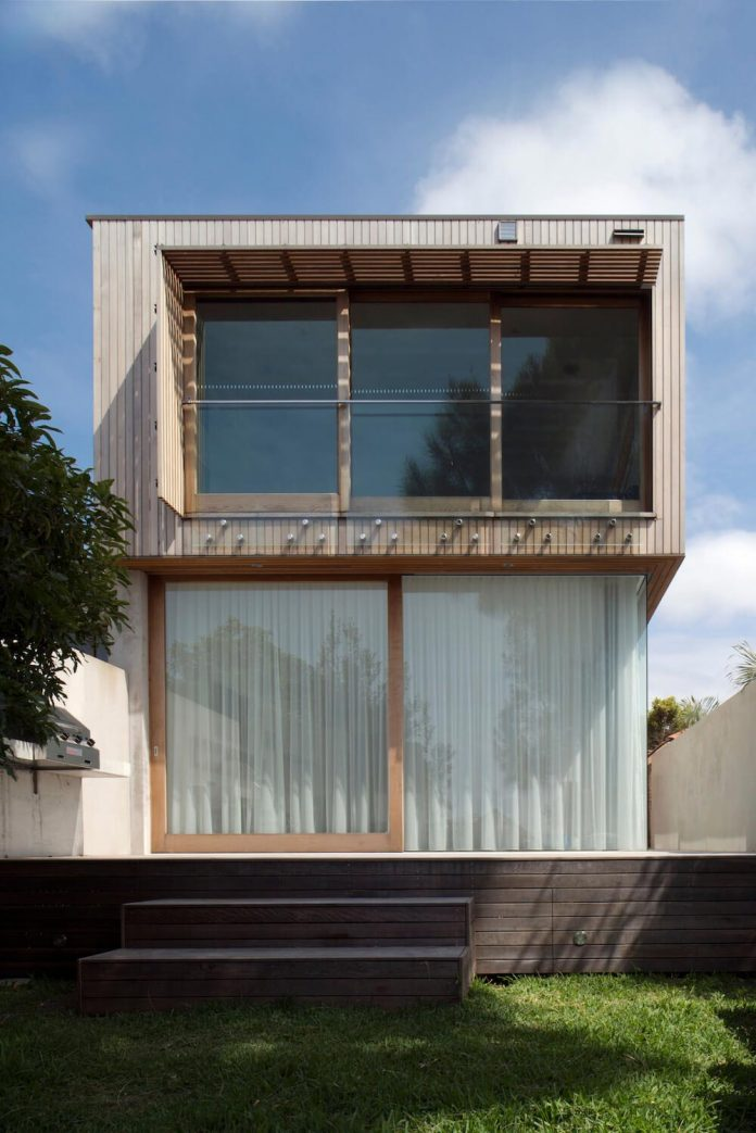 timber-box-home-sits-top-glass-box-renovation-sydney-03