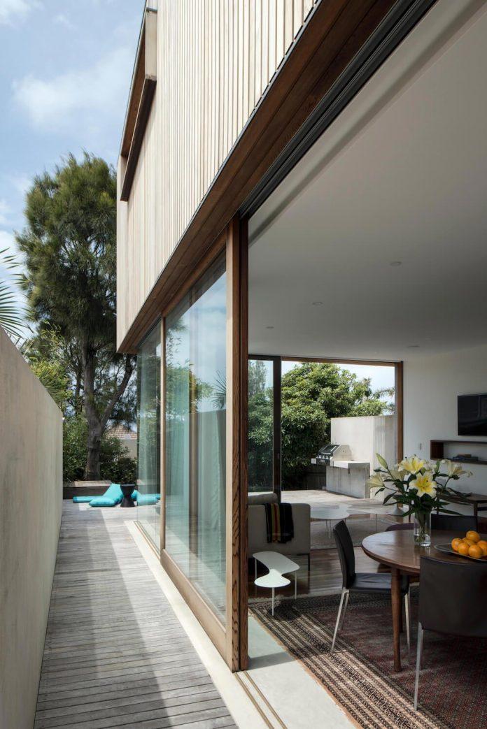 timber-box-home-sits-top-glass-box-renovation-sydney-04