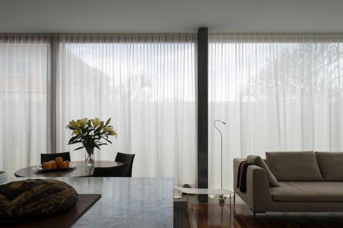 timber-box-home-sits-top-glass-box-renovation-sydney-07