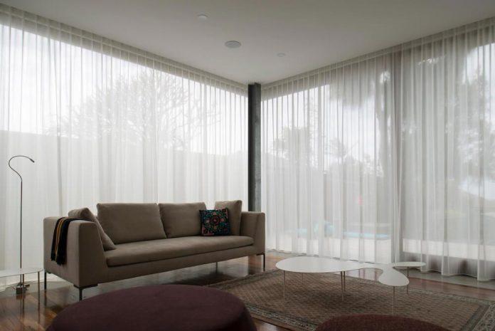 timber-box-home-sits-top-glass-box-renovation-sydney-08