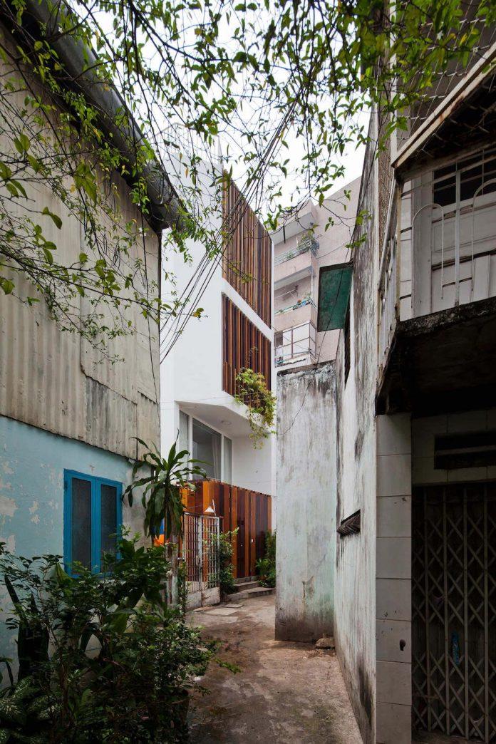 tiny-irregular-shaped-4m-wide-8m-deep-plot-home-ho-chi-minh-city-designed-mm-architects-02