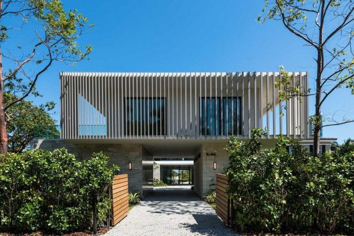 todd-michael-glaser-designed-contemporary-waterfront-villa-miami-beach-01