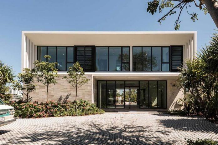 todd-michael-glaser-designed-contemporary-waterfront-villa-miami-beach-02