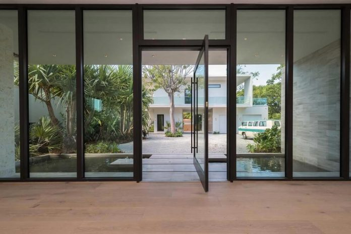 todd-michael-glaser-designed-contemporary-waterfront-villa-miami-beach-03