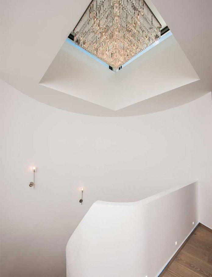 todd-michael-glaser-designed-contemporary-waterfront-villa-miami-beach-08