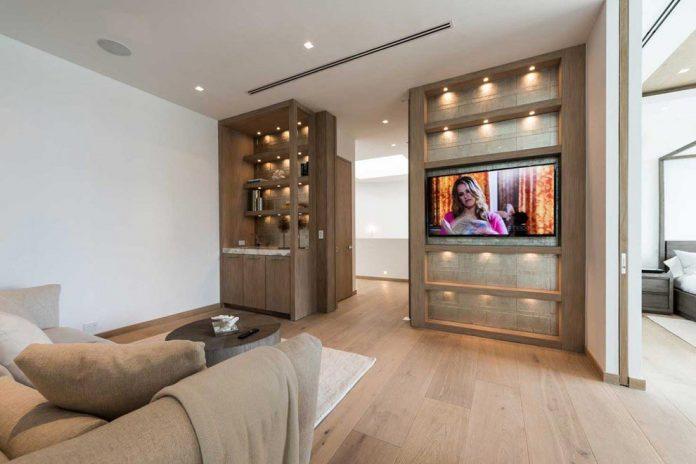 todd-michael-glaser-designed-contemporary-waterfront-villa-miami-beach-10