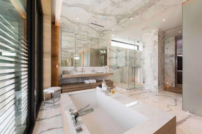 todd-michael-glaser-designed-contemporary-waterfront-villa-miami-beach-12