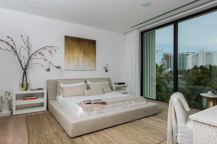 todd-michael-glaser-designed-contemporary-waterfront-villa-miami-beach-13