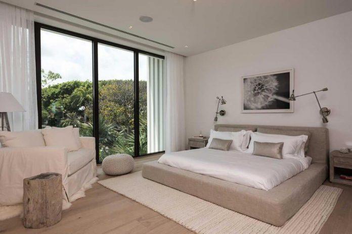 todd-michael-glaser-designed-contemporary-waterfront-villa-miami-beach-15