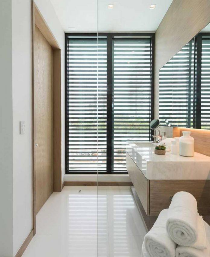 todd-michael-glaser-designed-contemporary-waterfront-villa-miami-beach-16