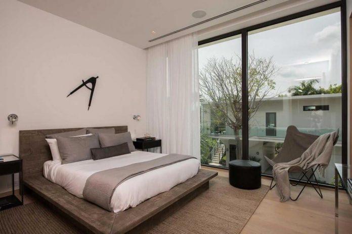 todd-michael-glaser-designed-contemporary-waterfront-villa-miami-beach-17