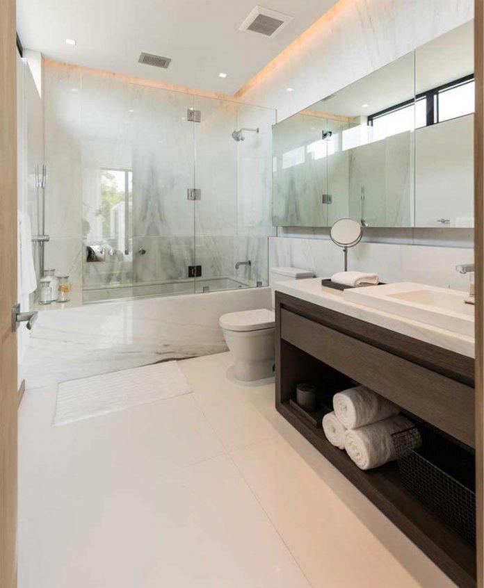 todd-michael-glaser-designed-contemporary-waterfront-villa-miami-beach-18