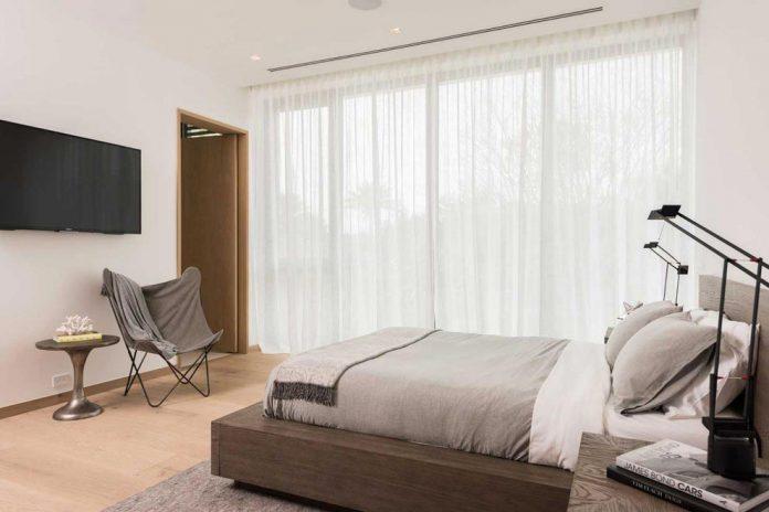 todd-michael-glaser-designed-contemporary-waterfront-villa-miami-beach-19